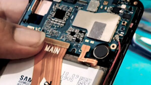 آموزش حل کردن مشکل شارژ و صفحه نمایش گوشی موبایل با ترمیم سوکت شارژ