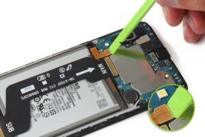 آموزش تعویض و تعمیر ویبره گوشی سامسونگ A70 11