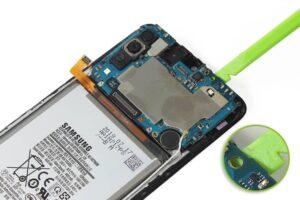 آموزش تعویض و تعمیر ویبره گوشی سامسونگ A70 17