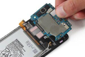 آموزش تعویض و تعمیر ویبره گوشی سامسونگ A70 18