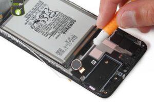 آموزش تعویض و تعمیر ویبره گوشی سامسونگ A70 19